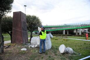 Obalony pomnik generała Berlinga  PAP / Radek Pietruszka