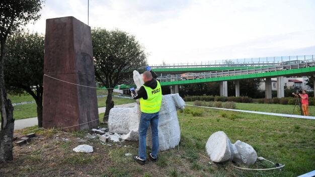 """Pomnik Berlinga w magazynie. """"Nie może być odbudowany"""""""