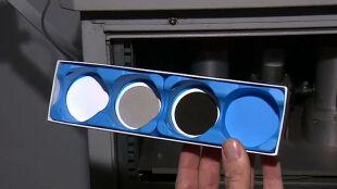 Filtr po dobie jest czarny jak węgiel. Pyłomierz pokazuje smog