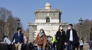 Wiosenna aura we Włoszech (PAP/EPA/TELENEWS, MASSIMO PERCOSSI)