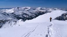 Nawet metr śniegu na tatrzańskich trasach. Ale nie można z nich zbaczać