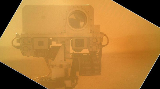 """Curiosity robi """"focię z ręki"""" i wrzuca ją do sieci"""