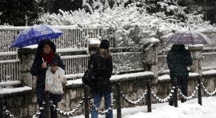 Śnieg w Sarajewie (PAP/EPA/FEHIM DEMIR)